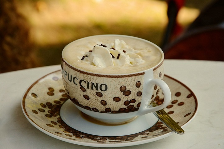 What is the difference between wet and dry cappuccino?